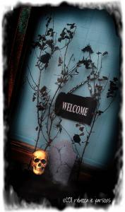 DIY Halloween Outdoor Decor ~ The Haunted Welcome Sign Tutorial #GlueNGlitter