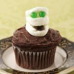 Halloween marshmallow mummy cupcake