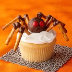 Halloween pretzel spider cupcake