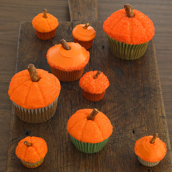 DIY Food ~ Decorating Halloween Cupcakes with Your Kids