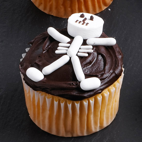 DIY Food ~ Decorating Halloween Cupcakes with Your Kids ...