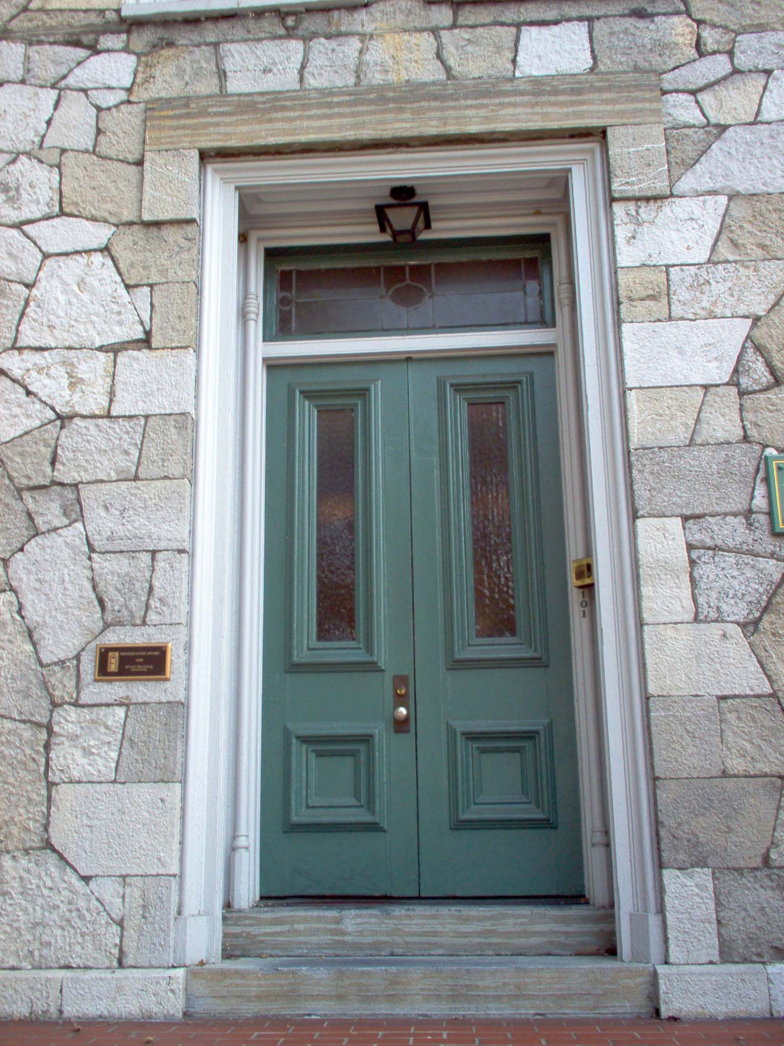Diy fall spruce up of your front door with color diy for Pictures of front doors