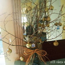 DIY Christmas Decor Vignette #13 ~ Elegantly Sumptuous Photo Jewelry Ornaments