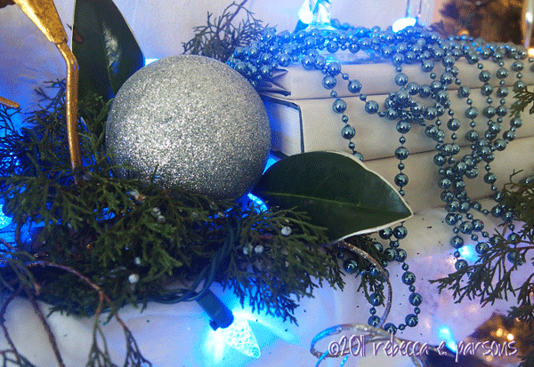 DIY Christmas Decor Vignette #17 ~ Elegantly Sumptuous Luxe 4 Less silver leafed magnolia leaves