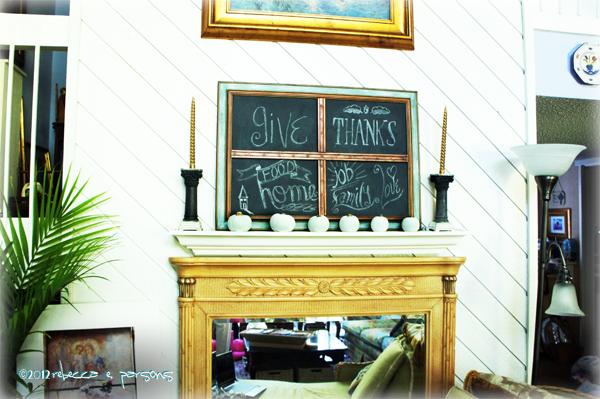 DIY Thanksgiving Chalk Board in place #Gluenglitter