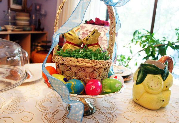 Easter centerpiece Lindt bunnies