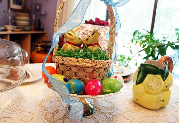 Easter centerpiece Lindt bunnies