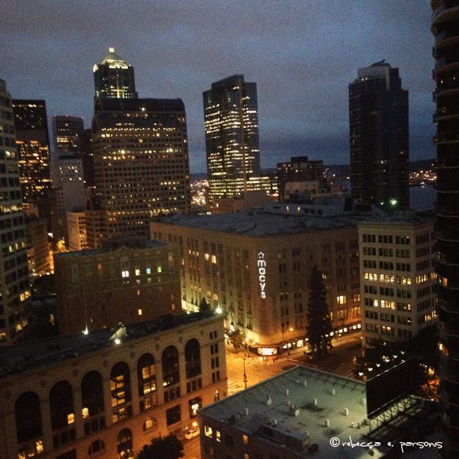 Seattle-downtown-at-night
