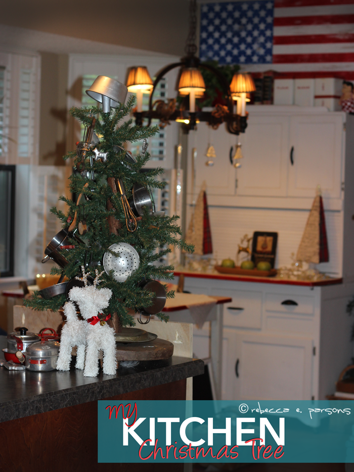 My-kitchen-Christmas-tree-on-island