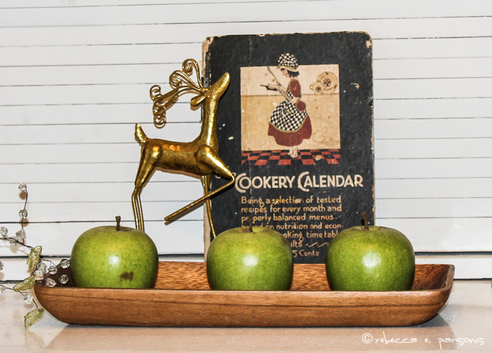 My Breakfast Nook Christmas vignette reindeer apples vintage cookbook  #DIY #Decor #Christmas