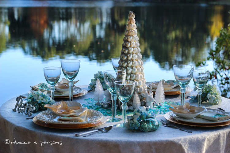 Beachy Christmas brunch table by the lake #royaldesignstudio