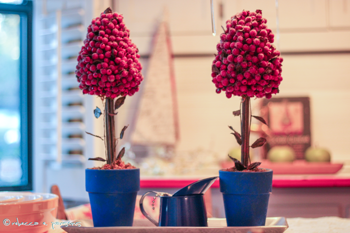 My Breakfast Nook cranberry topiaries #DIY #Decor #Christmas