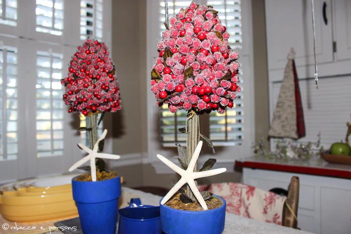 My Breakfast Nook cranberry topiaries with starfish #DIY #Decor #Christmas