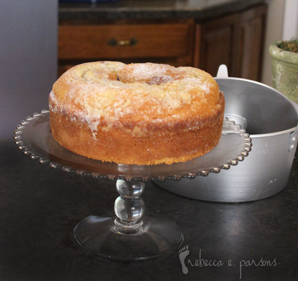 cake-cooled-on-stand